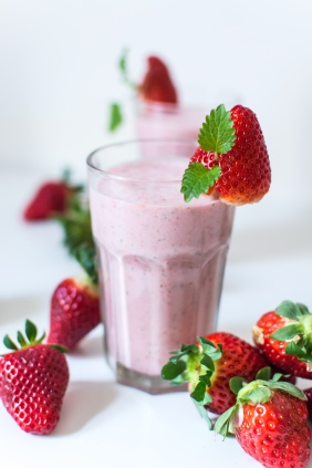 foodiesfeed.com_strawberry-mint-milkshake